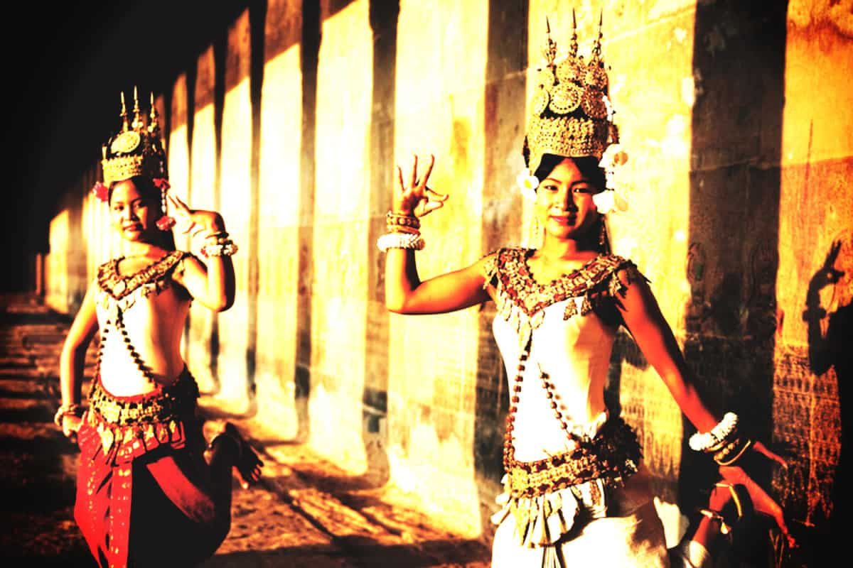 traditional dancers cambodia